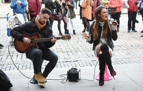 Covent Garden「Megan McKenna Busking In Covent Garden Piazza」:写真・画像(3)[壁紙.com]