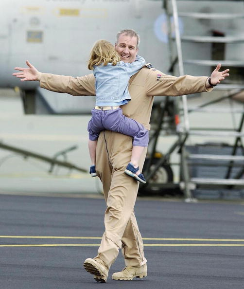 Two People「British Tornadoes Return From Kuwait」:写真・画像(7)[壁紙.com]