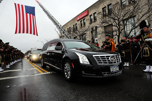 Land Vehicle「Funeral Held For Second Police Officer Killed In Brooklyn」:写真・画像(5)[壁紙.com]