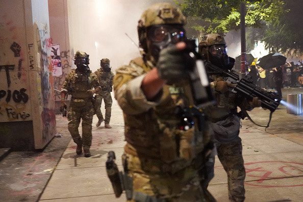 Nathan Howard「Feds Attempt To Intervene After Weeks Of Violent Protests In Portland」:写真・画像(6)[壁紙.com]