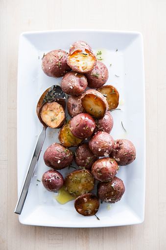 Red Potato「Spoon on plate of roasted potatoes」:スマホ壁紙(14)
