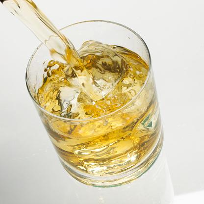 ウィスキー「Whisky pour」:スマホ壁紙(13)