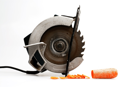 Carrot「Saw Sitting Beside Cut Up Carrot Slice, On White Background」:スマホ壁紙(17)