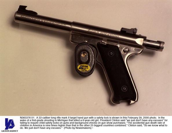 Misfortune「22 Caliber Long Rifle Mark II Target Hand Gun With A Safety Lock」:写真・画像(3)[壁紙.com]