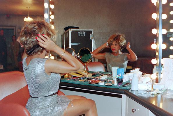 銀色のドレス「Tina Turner In New York」:写真・画像(2)[壁紙.com]