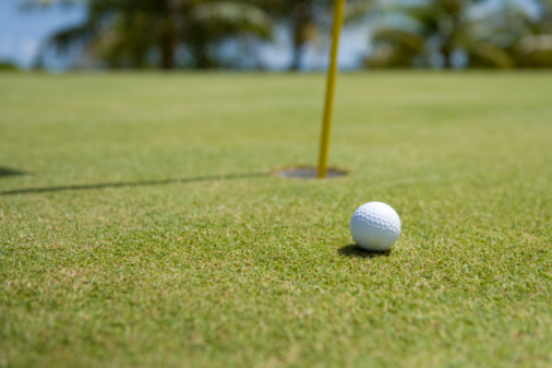 Northern Mariana Islands「Close Up Image of Golf Ball on Green, Differential Focus」:スマホ壁紙(10)
