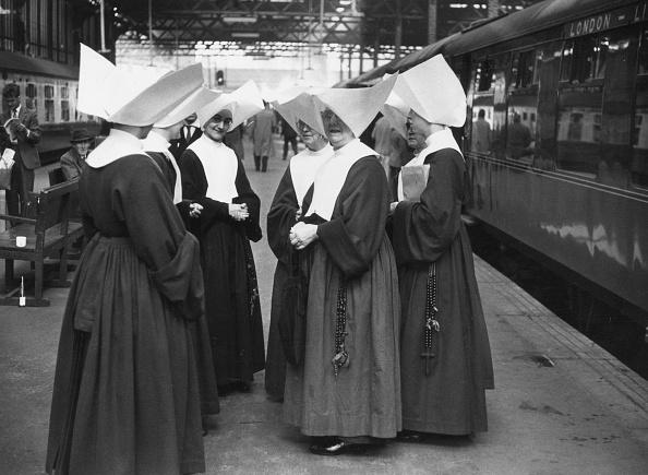 Land Vehicle「Nuns At Euston」:写真・画像(18)[壁紙.com]