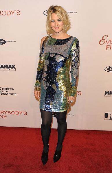 "Asymmetric Clothing「Tribeca Film Institute Benefit Screening Of ""Everybody's Fine"" - Arrivals」:写真・画像(11)[壁紙.com]"