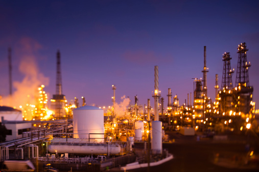 Flare Stack「Oil Refinery at Dusk (Tilt-Shift)」:スマホ壁紙(17)