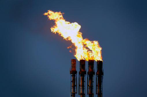 Chimney「Oil refinery flare stack at night with flames and pollution」:スマホ壁紙(2)
