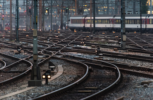 Approaching「Commuter train leaving busy railway track field at twilight」:スマホ壁紙(16)