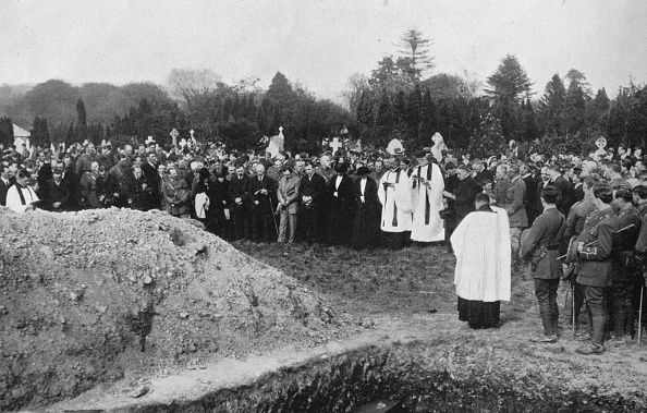 Mourner「The Funeral Of Some Of The Lusitania Victims At Queenstown 1915」:写真・画像(15)[壁紙.com]