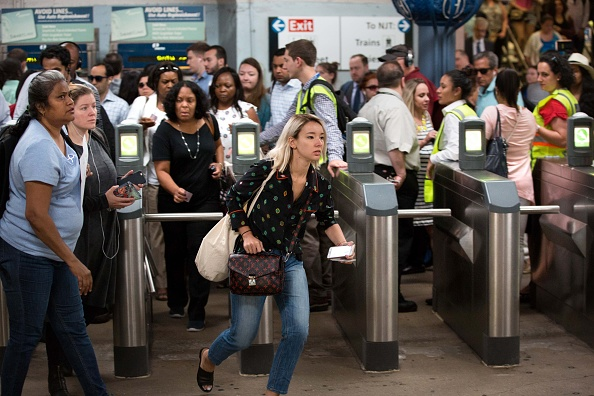 鉄道・列車「NYC Commuters Begin 'Summer Of Hell' As Penn Station Begins Major Track Repairs」:写真・画像(16)[壁紙.com]