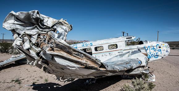 Airplane Crash「Plane wreck in the Nevada Desert.」:スマホ壁紙(8)