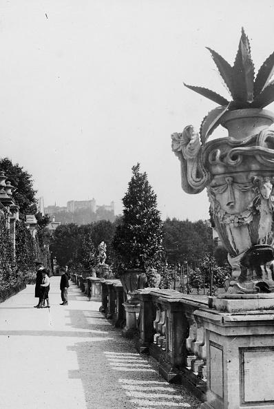Vase「Salzburg: Mirabell Garden. About 1910. Photograph By Bruno Reiffenstein (No. 3683).」:写真・画像(18)[壁紙.com]