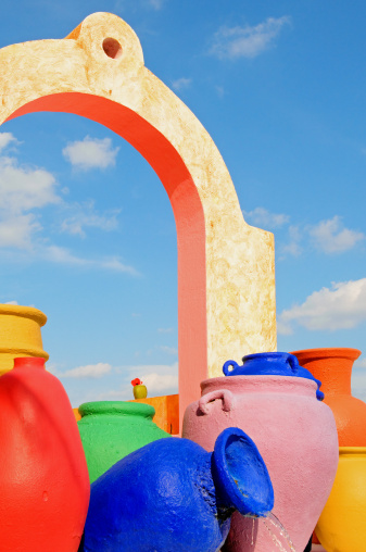 Drinking Fountain「Colorful Mexican pottery and architecture」:スマホ壁紙(2)