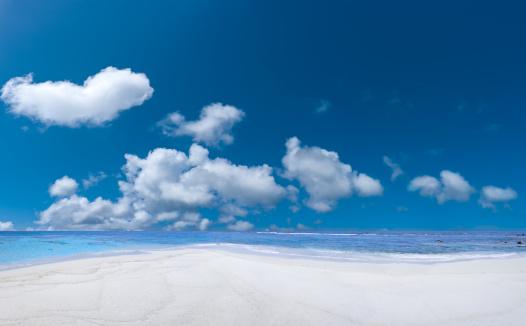 Water's Edge「Tropical Beach and cloudy deep blue sky」:スマホ壁紙(7)