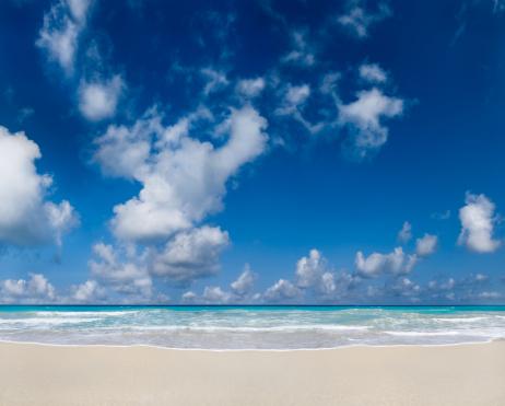 ビーチ「トロピカルビーチとクラウディ深いブルースカイ」:スマホ壁紙(7)