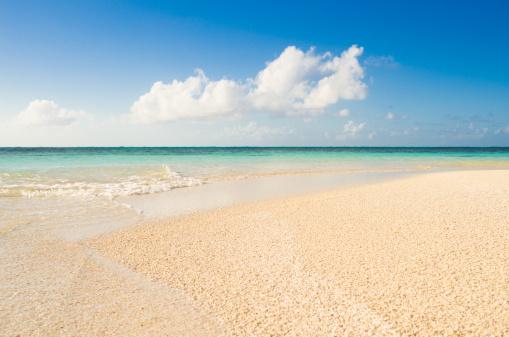 打ち寄せる波「アンチグアバーブーダプリックリーペア」の島のエキゾチックビーチ」:スマホ壁紙(9)