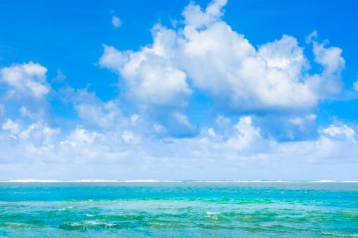 南国「熱帯のビーチ、太平洋の青い空、雲」:スマホ壁紙(2)