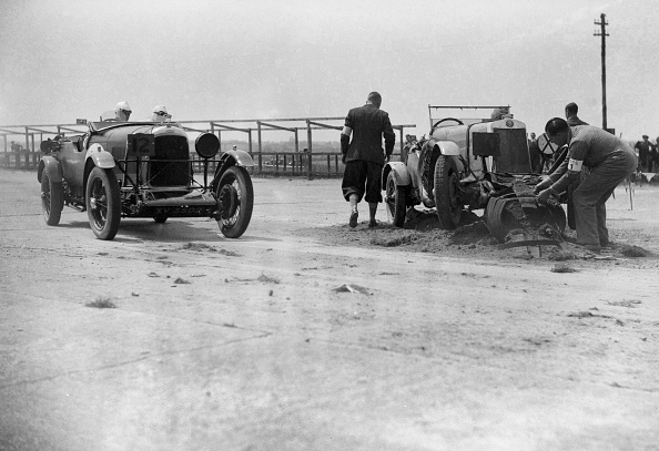 Race Car Driver「RSS Hebeler's Lagonda passing R Childe's crashed Lea-Francis, BARC 6-Hour Race, Brooklands, 1929,」:写真・画像(4)[壁紙.com]