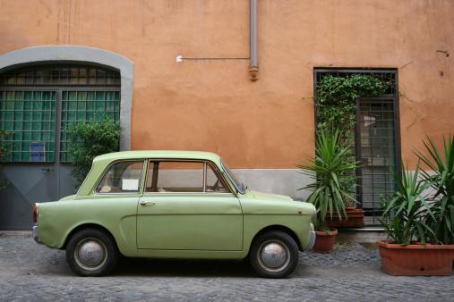 Italian Culture「Tiny green Italian vintage car」:スマホ壁紙(17)
