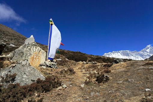 Khumbu「Buddhist Stupa with Prayer flags, Dingboche villag」:スマホ壁紙(18)