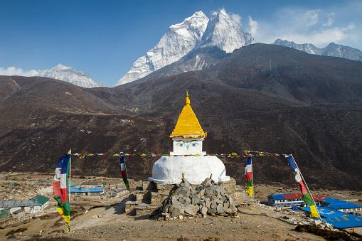 Ama Dablam「Buddhist Stupa in Nepal Himalayas」:スマホ壁紙(15)