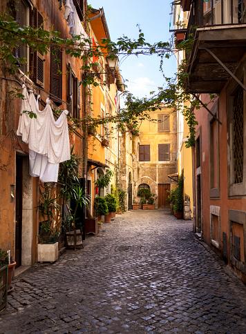 Roman「Italian old town (Trastevere in Rome)」:スマホ壁紙(9)