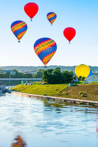 Hot Air Balloon「Lithuania, Vilnius, hot air ballooning」:スマホ壁紙(15)