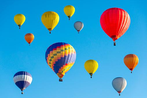 Hot Air Balloon「Lithuania, Vilnius, Hot air balloons」:スマホ壁紙(1)