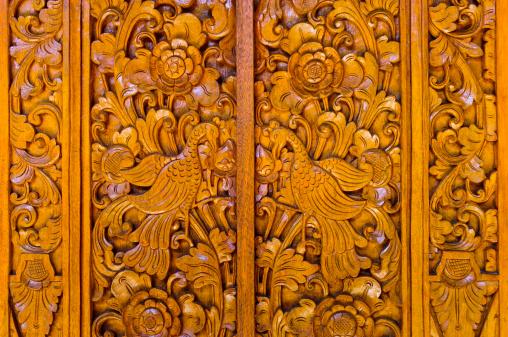 インドネシア「Intricately carved wooden door in Bali」:スマホ壁紙(6)