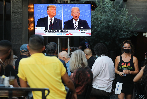 United States Presidential Election「Americans Across The Nation Watch First Presidential Debate」:写真・画像(1)[壁紙.com]