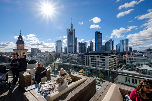 Frankfurt - Main「European Banks Struggle As Profits Slump And Job Cuts Rise」:写真・画像(7)[壁紙.com]