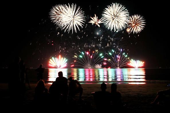 Firework Display「Northern Territorians Celebrate Territory Day」:写真・画像(18)[壁紙.com]