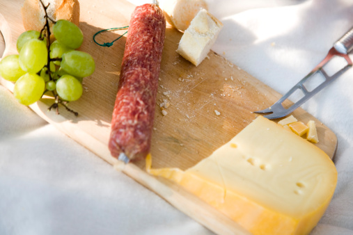 Picnic「Sausage and cheese on chopping board」:スマホ壁紙(2)