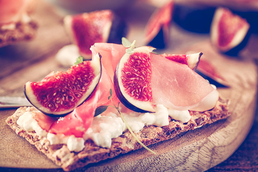 Cottage Cheese「Crispbread with Serrano Ham, Cottage Cheese, and Figs」:スマホ壁紙(14)