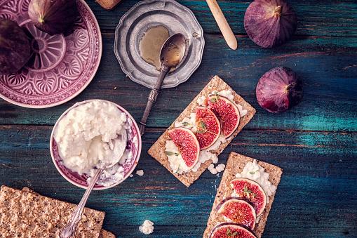 Fig「クリスプブレッド、セラーノハム、カッテージチーズ、イチジク」:スマホ壁紙(8)