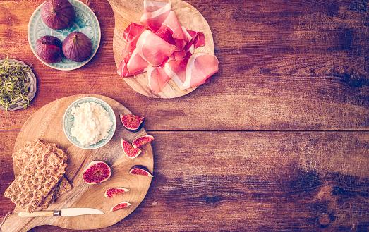 Fig「クリスプブレッド、セラーノハム、カッテージチーズ、イチジク」:スマホ壁紙(12)