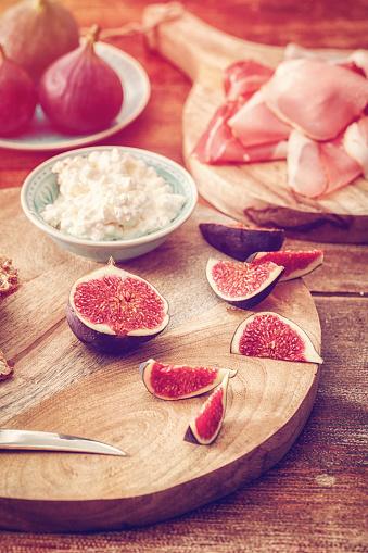 Fig「クリスプブレッド、セラーノハム、カッテージチーズ、イチジク」:スマホ壁紙(7)