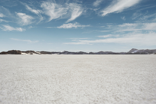 Salt Lake「salt flat landscape with blue sky and mountains」:スマホ壁紙(18)