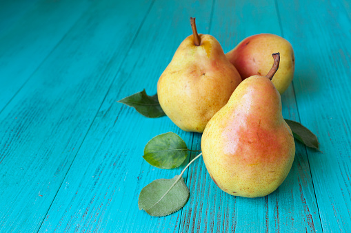 Pear「Autumn background with pears」:スマホ壁紙(11)