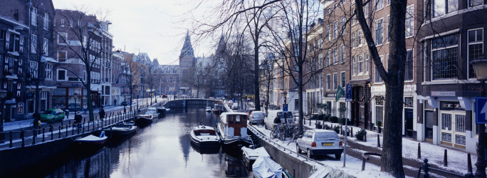 Amsterdam「Amsterdam, Holland - view of canal and street in winter」:スマホ壁紙(17)