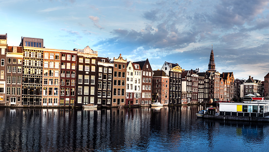Amsterdam「Amsterdam houses reflections at night on the water of the canal」:スマホ壁紙(8)