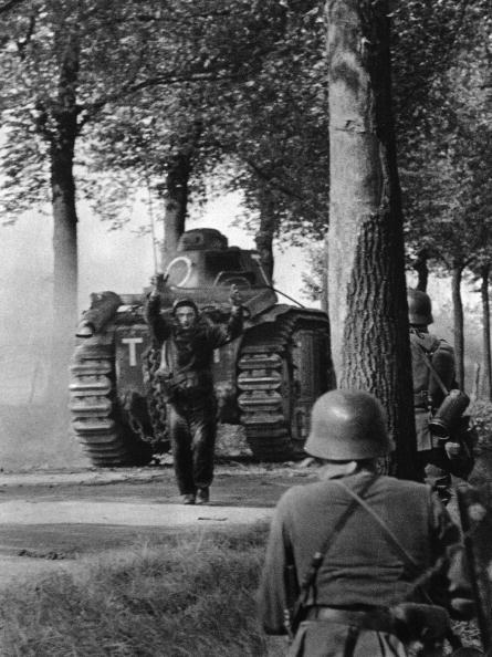 Surrendering「Tank Crew Surrenders」:写真・画像(9)[壁紙.com]