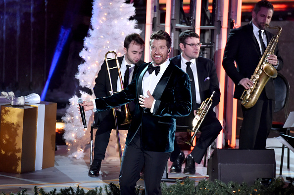 Christmas Decoration「85th Rockefeller Center Christmas Tree Lighting Ceremony」:写真・画像(6)[壁紙.com]