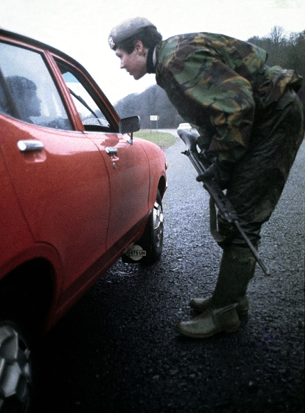 税関「Army Vehicle Checkpoint」:写真・画像(11)[壁紙.com]
