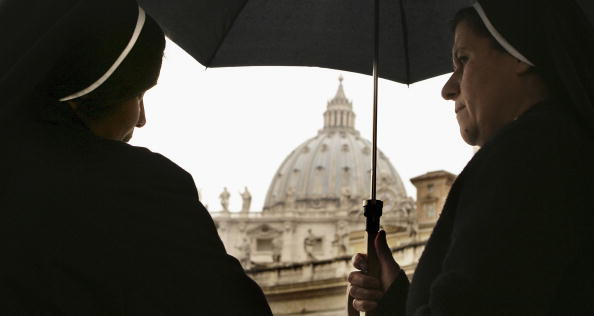 Basilica「Pope Spends Third Day In Hospital In Rome」:写真・画像(12)[壁紙.com]