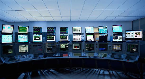 コンピュータ画面でコントロールルーム:スマホ壁紙(壁紙.com)