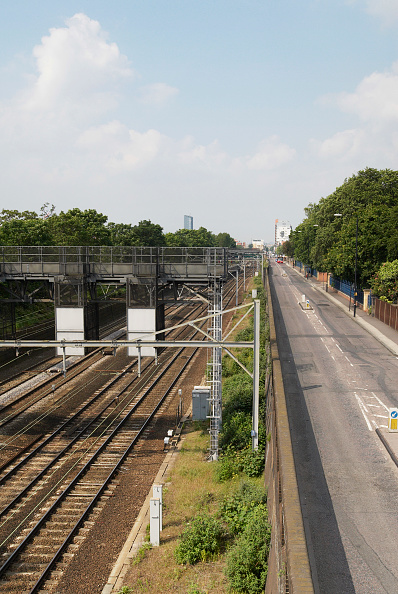 Two Lane Highway「East Coast Mainline running out through Forest Gate, East London, UK」:写真・画像(2)[壁紙.com]